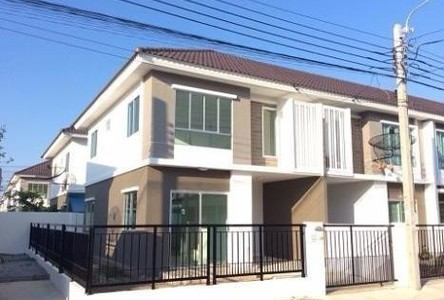 For Rent 3 Beds Townhouse in Bang Phli, Samut Prakan, Thailand