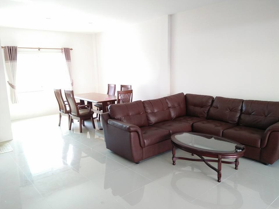 For Sale 3 Beds Townhouse in Si Racha, Chonburi, Thailand | Ref. TH-ILIXHZLU