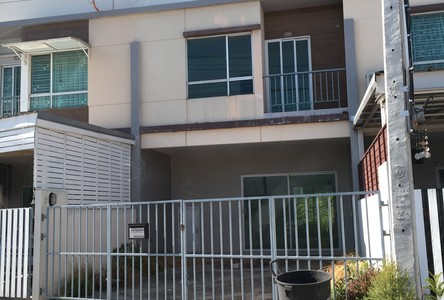 For Sale or Rent 3 Beds タウンハウス in Suan Luang, Bangkok, Thailand