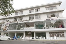 For Rent Retail Space 60 sqm in Watthana, Bangkok, Thailand