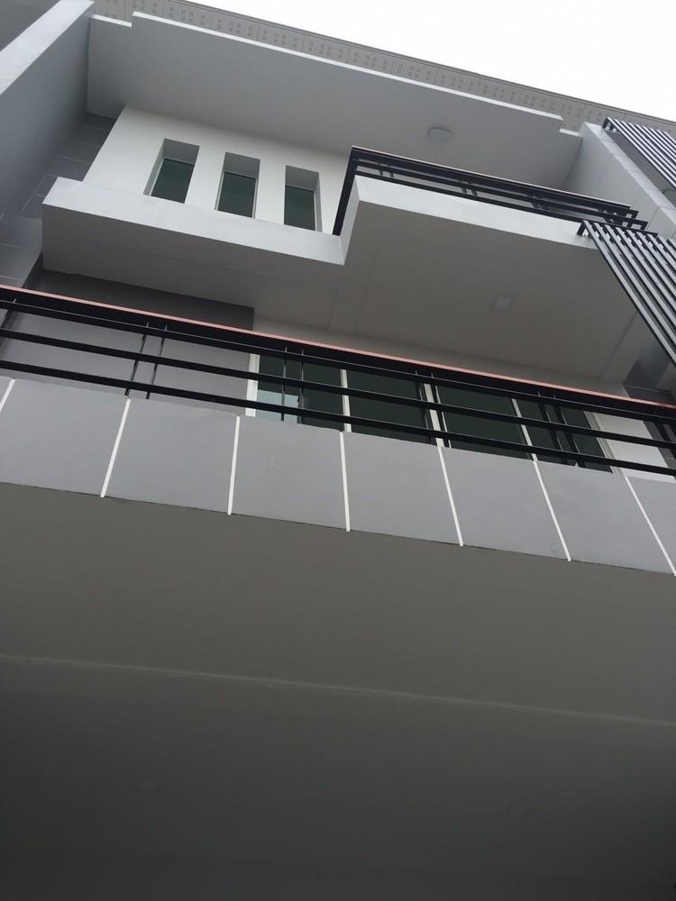 For Sale 2 Beds Shophouse in Bang Phli, Samut Prakan, Thailand | Ref. TH-YXJMGSQL