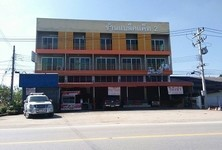 For Sale 6 Beds Shophouse in Mueang Lamphun, Lamphun, Thailand