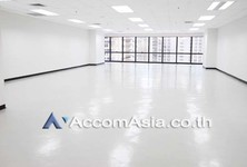 For Rent Office 293 sqm in Watthana, Bangkok, Thailand