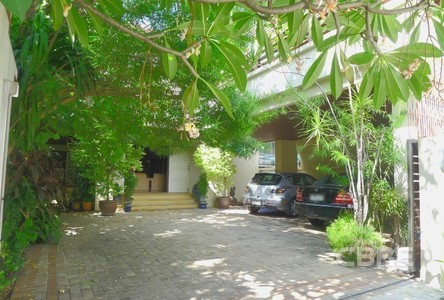 For Sale 5 Beds House in Phaya Thai, Bangkok, Thailand