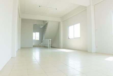 For Sale Shophouse 500 sqm in Bang Kruai, Nonthaburi, Thailand