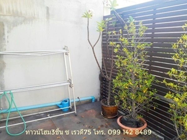 For Sale 4 Beds Townhouse in Mueang Nonthaburi, Nonthaburi, Thailand | Ref. TH-CNUZWJVI