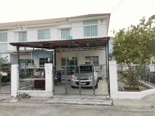 For Sale 2 Beds タウンハウス in Mueang Pathum Thani, Pathum Thani, Thailand | Ref. TH-ZJLFVOFB