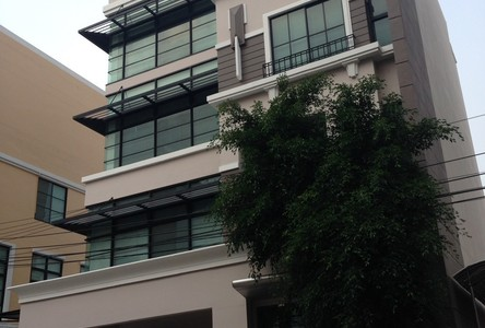 For Sale 11 Beds Shophouse in Lat Phrao, Bangkok, Thailand