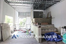 For Sale or Rent Shophouse 550 sqm in Bangkok, Central, Thailand