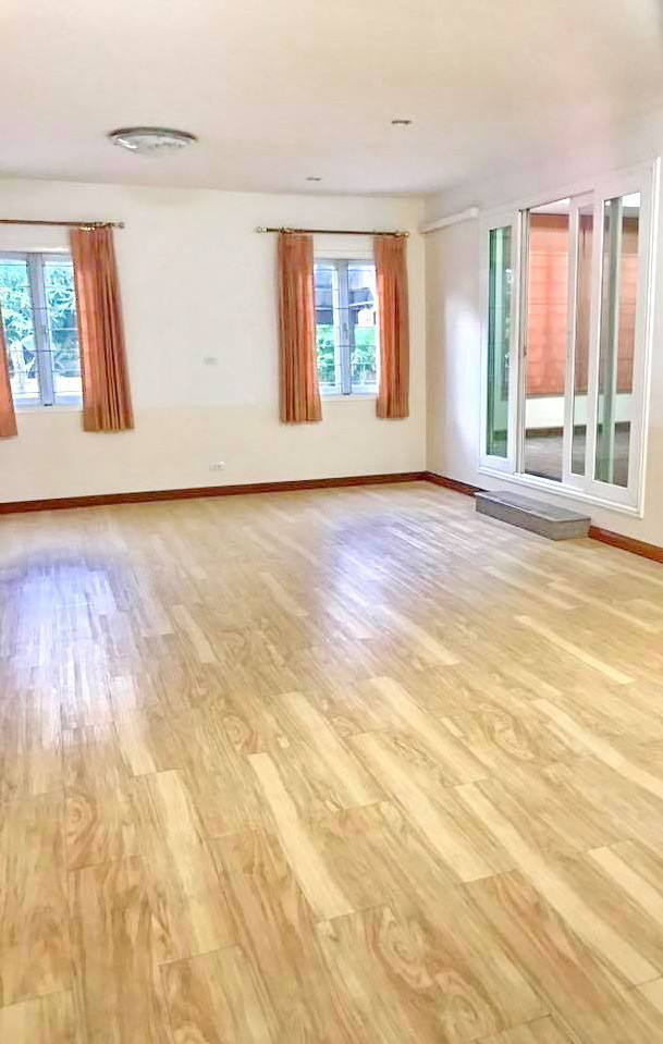 For Sale 5 Beds 一戸建て in Bang Kruai, Nonthaburi, Thailand   Ref. TH-MWJCLKXJ