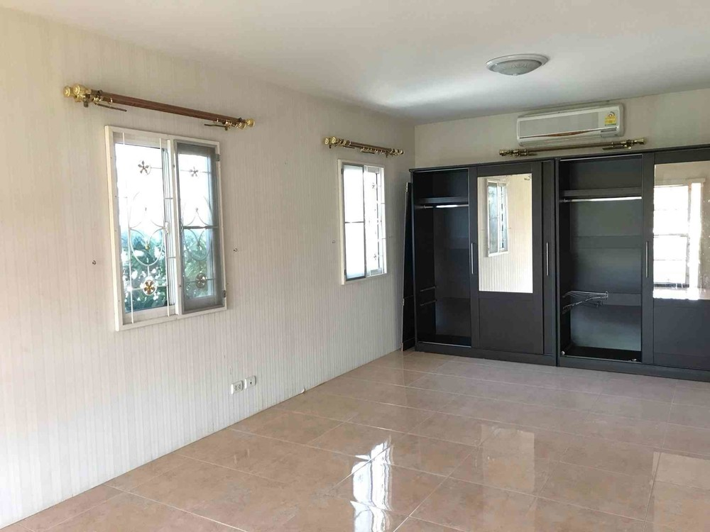 For Sale 4 Beds 一戸建て in Khlong Luang, Pathum Thani, Thailand | Ref. TH-DTKQZKSW