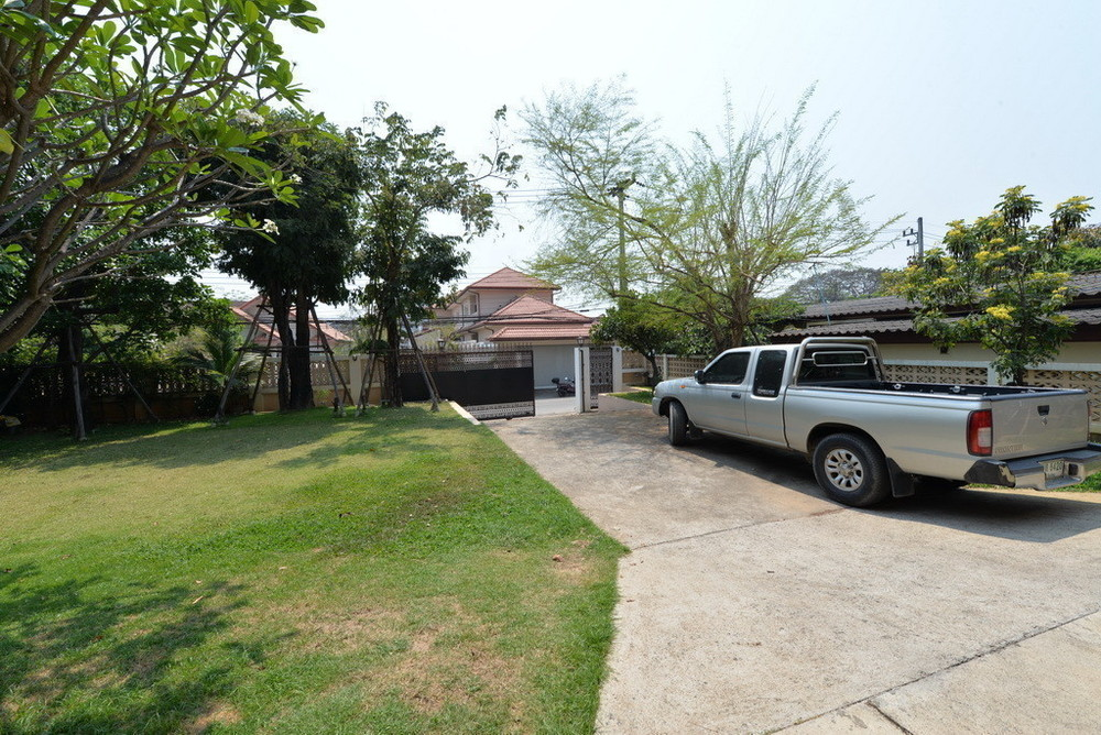 For Sale 5 Beds House in Mueang Chiang Mai, Chiang Mai, Thailand | Ref. TH-DACEFRFK