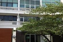 Продажа: Таунхаус с 5 спальнями в районе Phra Khanong, Bangkok, Таиланд