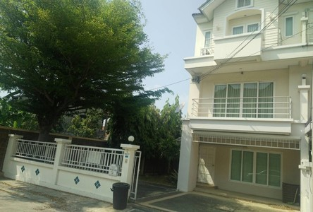 For Rent 4 Beds Townhouse in Pak Kret, Nonthaburi, Thailand