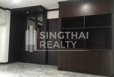 For Rent 5 Beds タウンハウス in Khlong Toei, Bangkok, Thailand
