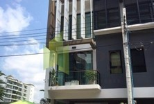 For Sale 3 Beds タウンハウス in Khlong Toei, Bangkok, Thailand