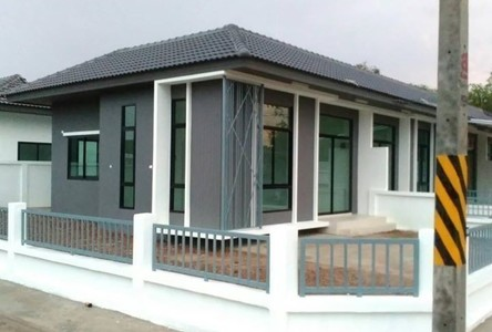 For Rent 3 Beds Townhouse in Si Maha Phot, Prachin Buri, Thailand