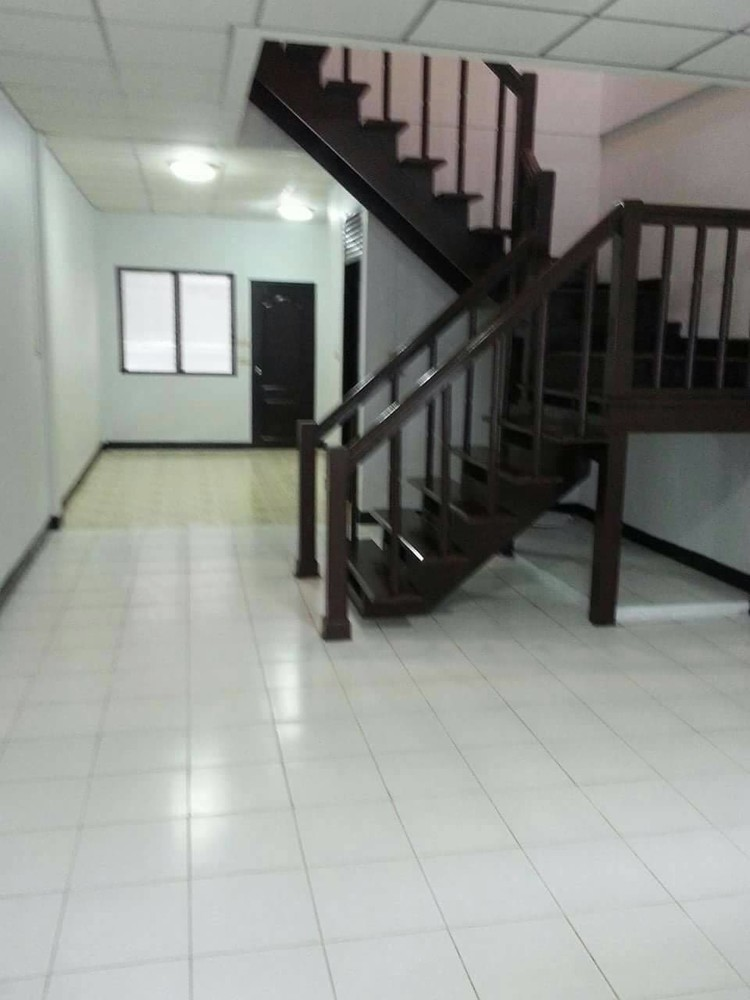 For Sale 2 Beds タウンハウス in Mueang Pathum Thani, Pathum Thani, Thailand | Ref. TH-NVPSUETH