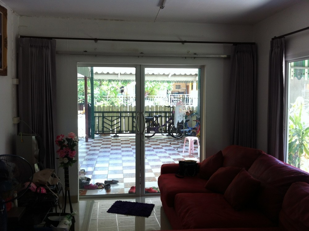 For Sale 3 Beds House in Mueang Samut Prakan, Samut Prakan, Thailand | Ref. TH-YLTISLKJ