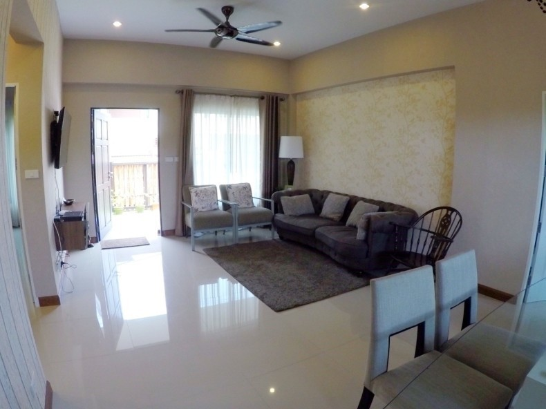 For Sale or Rent 2 Beds 一戸建て in Bang Lamung, Chonburi, Thailand | Ref. TH-IYHOUHNV