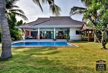 For Sale 3 Beds 一戸建て in Pran Buri, Prachuap Khiri Khan, Thailand