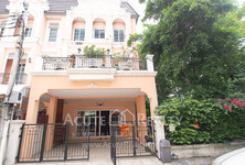 For Sale 3 Beds タウンハウス in Phasi Charoen, Bangkok, Thailand