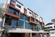 For Sale or Rent 3 Beds Townhouse in Watthana, Bangkok, Thailand