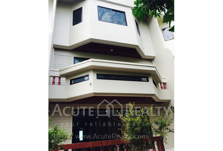 For Sale 4 Beds タウンハウス in Khlong San, Bangkok, Thailand