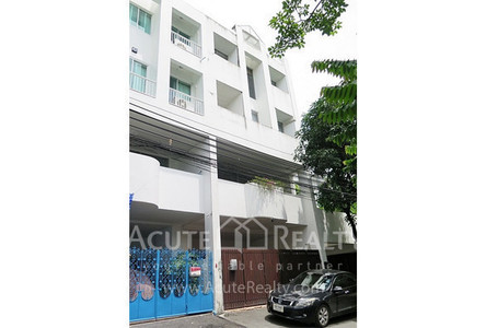 For Sale 3 Beds Townhouse in Huai Khwang, Bangkok, Thailand