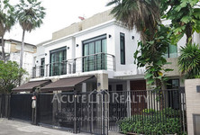 For Sale or Rent 2 Beds タウンハウス in Yan Nawa, Bangkok, Thailand