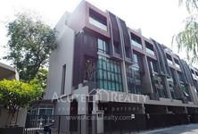 For Sale 3 Beds タウンハウス in Watthana, Bangkok, Thailand