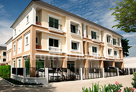 For Sale 3 Beds Townhouse in Yan Nawa, Bangkok, Thailand