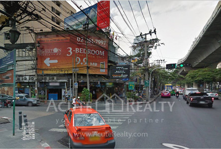 For Sale or Rent Shophouse in Watthana, Bangkok, Thailand