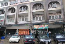 For Sale Shophouse 480 sqm in Phra Khanong, Bangkok, Thailand