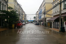 For Sale or Rent 4 Beds Townhouse in Chatuchak, Bangkok, Thailand