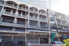 For Sale or Rent 5 Beds Shophouse in Bang Kho Laem, Bangkok, Thailand