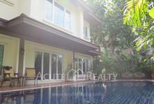 For Rent 4 Beds 一戸建て in Huai Khwang, Bangkok, Thailand