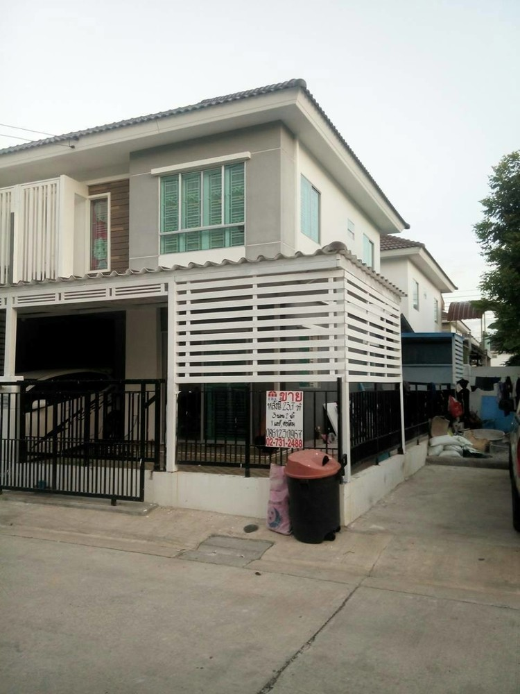 For Sale 3 Beds タウンハウス in Bang Phli, Samut Prakan, Thailand | Ref. TH-HOXZZTOV