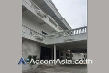 For Rent Shophouse 2,400 sqm in Watthana, Bangkok, Thailand