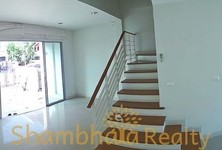 For Sale or Rent 3 Beds タウンハウス in Chom Thong, Bangkok, Thailand