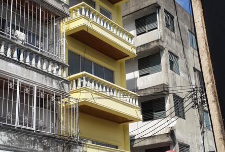 For Sale 5 Beds Shophouse in Chatuchak, Bangkok, Thailand