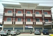 For Sale 4 Beds Shophouse in Mueang Lampang, Lampang, Thailand