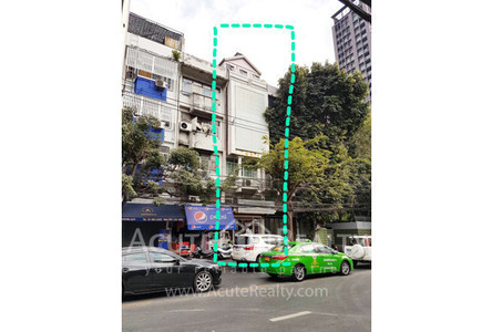 For Rent 4 Beds Shophouse in Watthana, Bangkok, Thailand