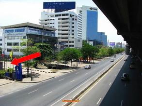 ตั้งอยู่บริเวณพื้นที่เดียวกัน - จตุจักร กรุงเทพฯ