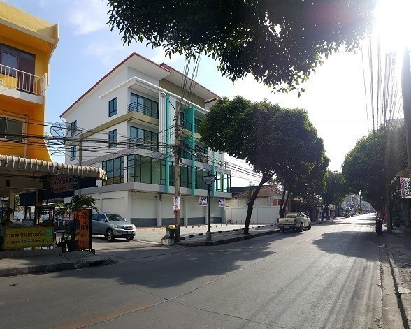 For Sale 3 Beds Shophouse in Lat Phrao, Bangkok, Thailand | Ref. TH-TJHYYNQC