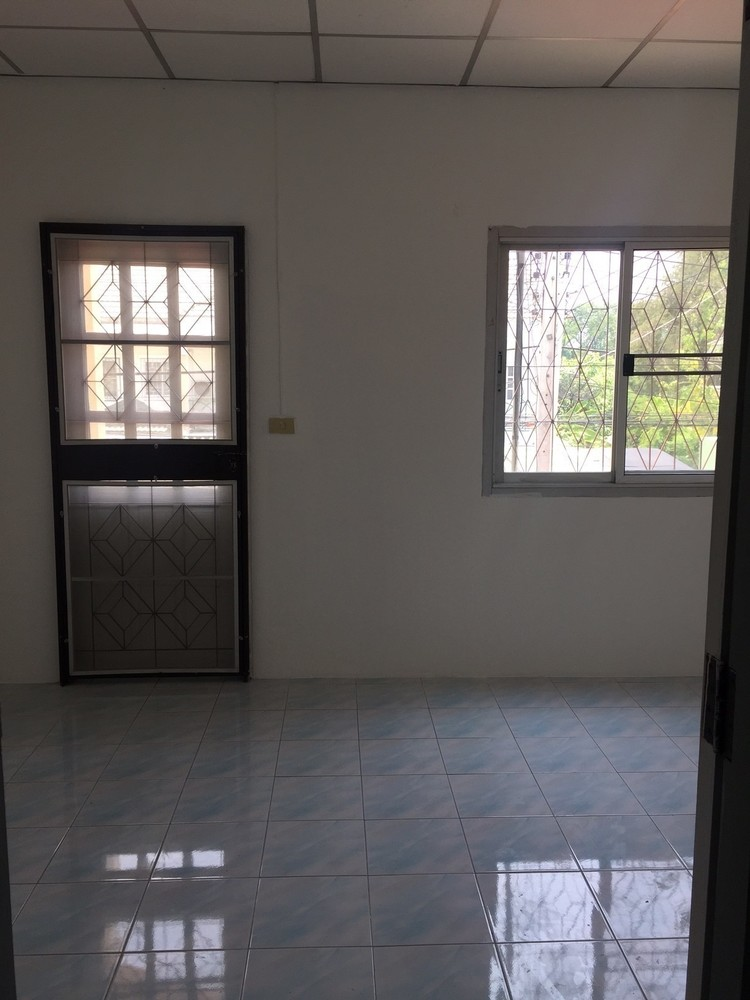 For Sale 2 Beds タウンハウス in Ban Bueng, Chonburi, Thailand | Ref. TH-PQLRWOUZ