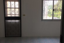 For Sale 2 Beds Townhouse in Ban Bueng, Chonburi, Thailand