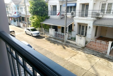 Продажа: Таунхаус с 3 спальнями в районе Lam Luk Ka, Pathum Thani, Таиланд