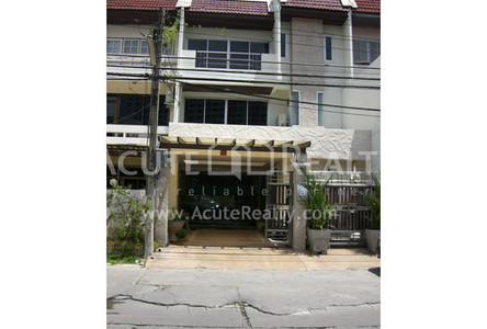 For Rent 11 Beds Townhouse in Bang Kho Laem, Bangkok, Thailand