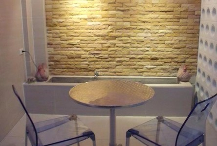 For Sale or Rent 5 Beds タウンハウス in Phra Khanong, Bangkok, Thailand
